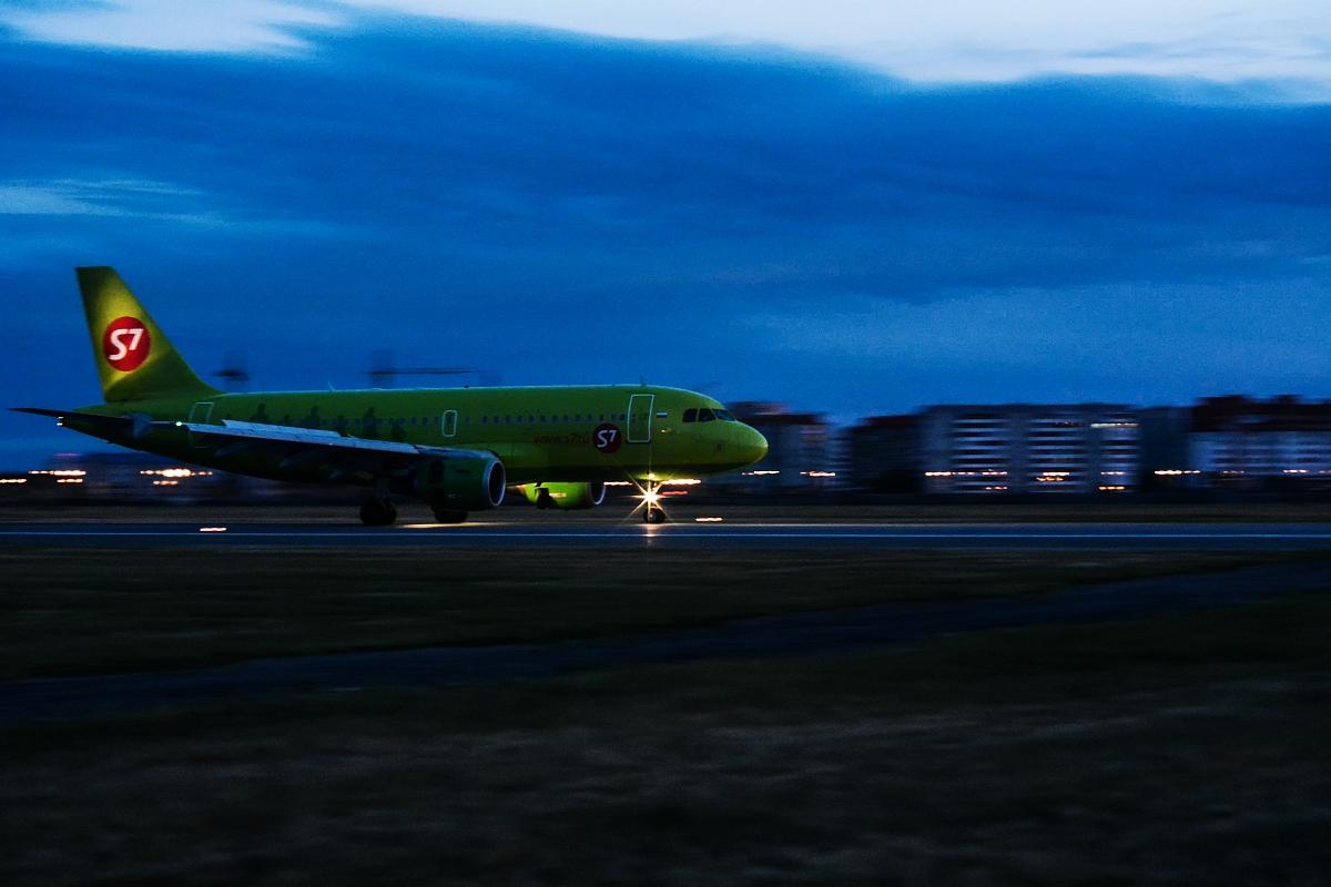 Первый самолёт - комом. Слишком темно ISO 1600