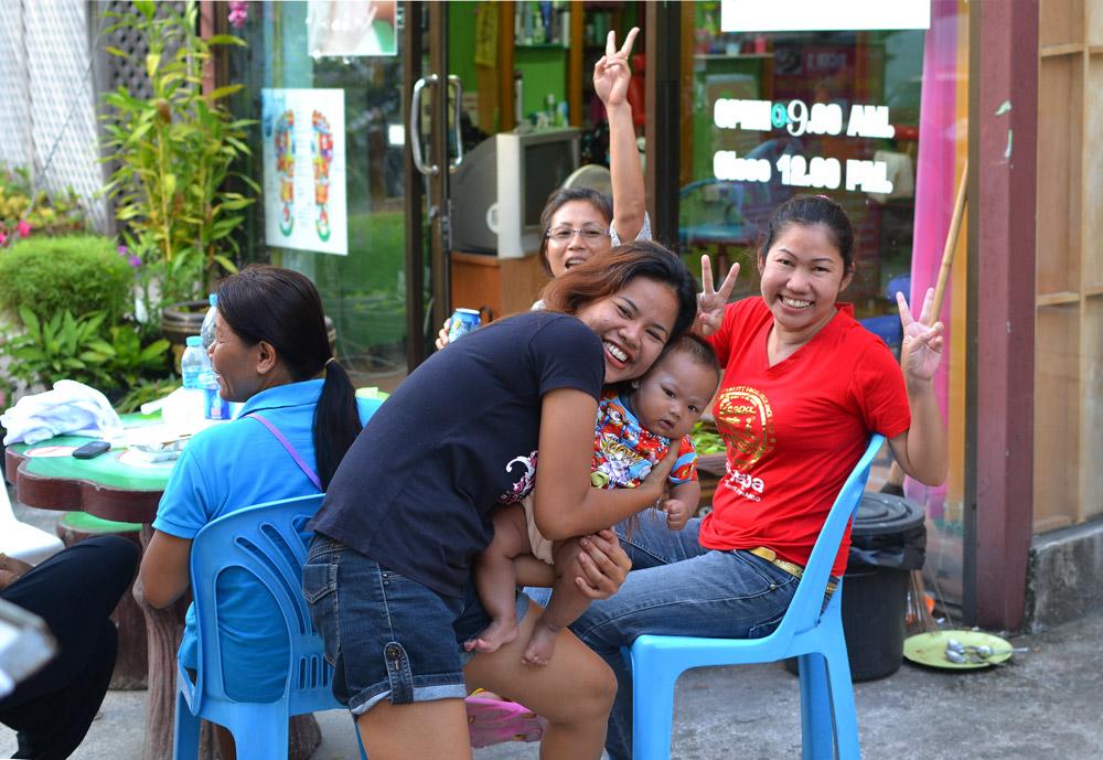 Тайцы открытые и добрые люди.